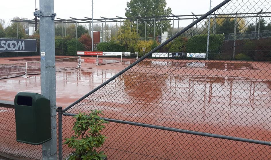 Natte tennisbanen 2.jpg